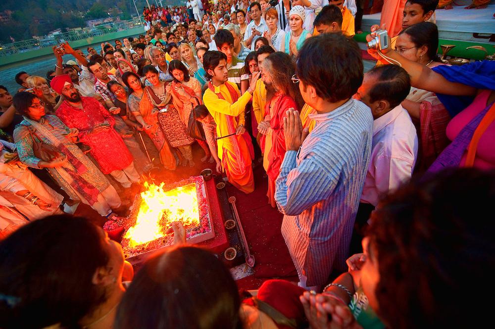 Asia, India, Rishikesh, Lakshman Temple, Parmarth, Niketan Ashram, Ganga Ghat, arati