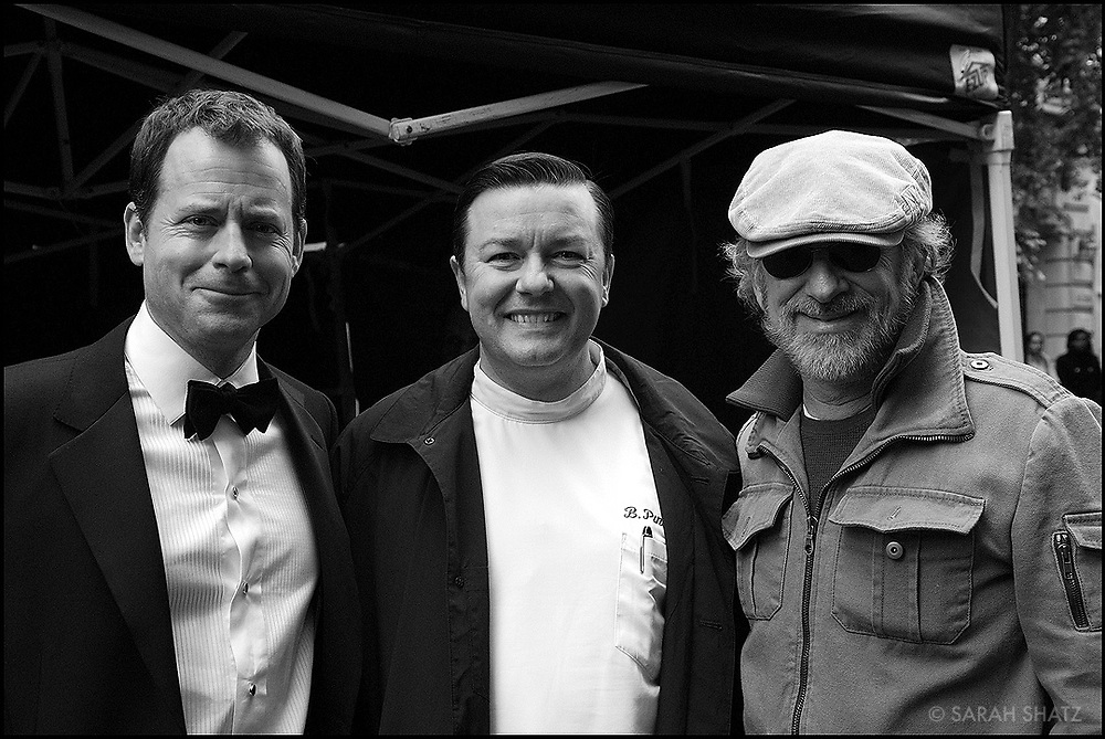 "Greg Kinnear, Ricky Gervais, Steven Spielberg on location in NY of ""Ghost Town"" (Dir: David Koepp, 2008)"