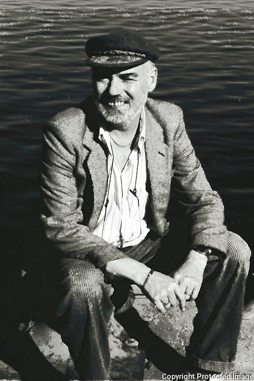 Egil Sakshaug (født 1942), professor ved Institutt for biologi på NTNU. Sakshaug ble dr. philos. ved Universitetet i Trondheim (nå NTNU) i 1978. Han har særlig forsket på oseanografi, plankton og havets økosystem i Barentshavet og Trondheimsfjorden. Han var først amanuensis i marin biologi ved Biologisk stasjon, Vitenskapsmuseet, NTNU, og fra 1982 professor samme sted. Han er også courtesy professor ved University of South Florida siden 1997. Han har hatt forskningsopphold ved University of California San Diego, University of Rhode Island, Bigelow Lab. for Marine Science, Maine. Sakshaug ledet det store forskningsprogrammet Pro Mare i Barentshavet fra 1984 til 1989 og har vært styremedlem av flere nasjonale og internasjonale marine forskningsprogrammer. Han var hovedredaktør for boka Trondheimsfjorden i 2000 og Økosystem Barentshavet i 1994, som i 2009 kom i utvidet engelskspråklig utgave. (info fra Wkip.)