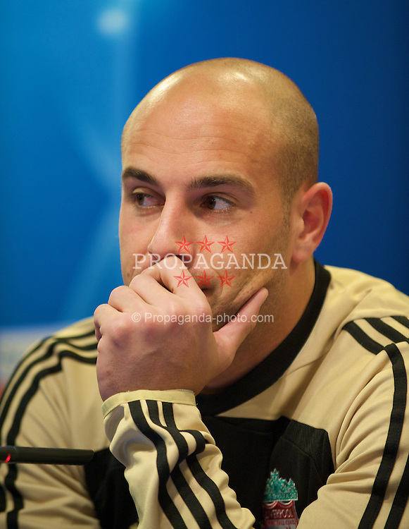 MADRID, SPAIN - Tuesday, October 21, 2008: Liverpool's goalkeeper Pepe Reina during a press conference at the Vicente Calderon ahead of the UEFA Champions League Group D match against Club Atletico de Madrid. (Photo by David Rawcliffe/Propaganda)
