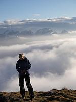 Jente på topptur i Alpene, Sveits