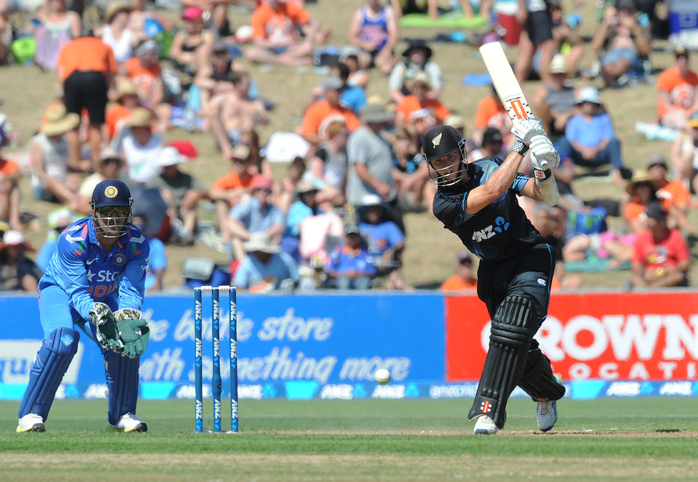New Zealand's Kane Williamson, right, bats in front of India's MS Dhoni in the first one day International cricket match, McLean Park, New Zealand, Sunday, January 19, 2014. Credit:SNPA / Ross Setford