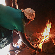 CAPTION: Catherine Anaso prepares a meal of sweet potatoes and beans for her husband and children. LOCATION: Apapai Parish, Otuboi Sub-county, Kalaki County, Kaberamaido District, Uganda. INDIVIDUAL(S) PHOTOGRAPHED: Catherine Anaso.