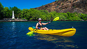 Kayaking at the Captain Cook monument on Kealakekua Bay, Kona Coast, Hawaii