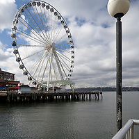 WA09582-00...WASHINGTON - The Great Wheel alomg the seattle water front.