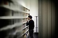 PISA. UNO STUDENTE ALL'INTERNO DELLA BIBLIOTECA DI FILOSOFIA E STORIA DELL'UNIVERSITA' DI PISA