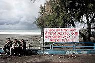 AMANTEA. UNO STRISCIONE DI PROTESTA SUL LUNGOMARE DI AMANTEA ESPOSTO IN OCCASIONE DELLA MANIFESTAZIONE CONTRO LE NAVI DEI VELENI