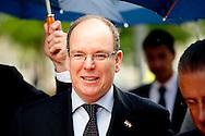 4-6-2014 - EINDHOVEN - Prins Albert II van Monaco brengt een bezoek aan Philips in Eindhoven. Signeer sessie voor het Partnership tussen Philips en het Prins Albert II Fonds voor het verlichten van sportterreinen in Zuid-Afrika in gebieden waar geen elektriciteit voorhanden is. Prins Albert II van Monaco brengt een tweedaagsbezoek aan Nederland  COPYRIGHT ROBIN UTRECHT