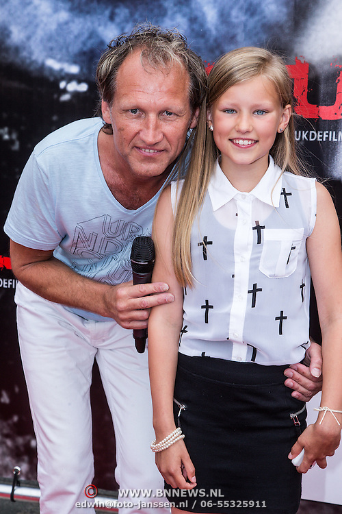 NLD/Almere/20140609 - Premiere Stuk de film, Steven de Jong en dochter Annemieke