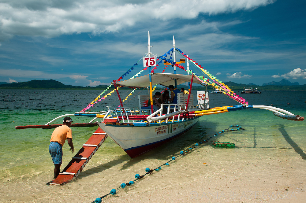 Philippines, Palawan. Bangka at Honda Bay.