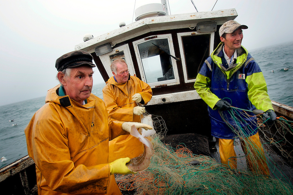 UK ENGLAND HASTINGS 6JUL06 - Fishermen David Peters, Graham Coglan and Paul White (L-R) at work aboard the St. Richard (RX60) of Hastings. Hastings Stade is home to Britain's biggest fleet of beach-launched fishing boats with a history dating back more than a thousand years. Photography by Jiri Rezac<br /> Tel 0044 07947 884 517<br /> www.linkphotographers.com