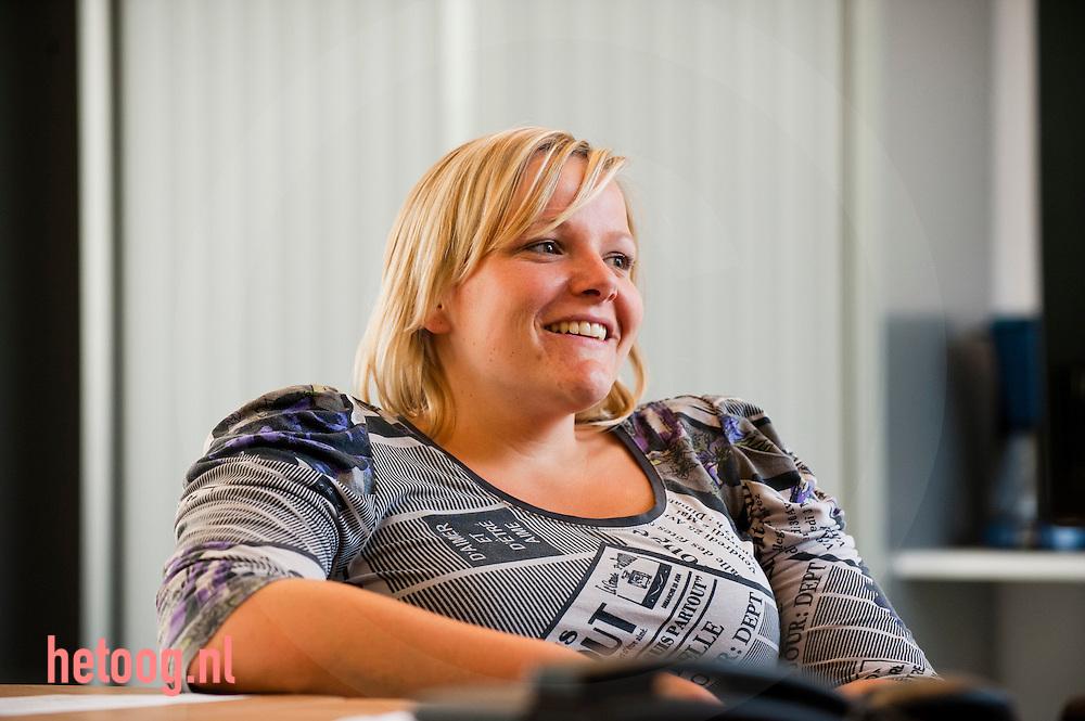 Nederland, vriezenveen, Informatiepunt twenterand vrijwilligerswerk bij artikel Marten Schulp magazine vrijwilligerswerk Arcon