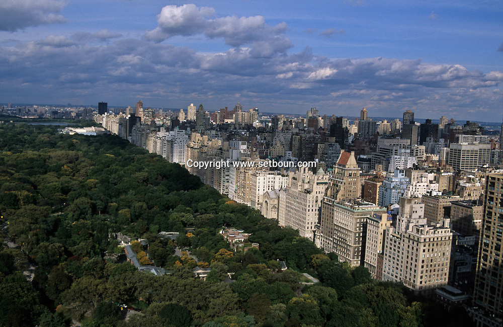 New York. elevated view on central park skyline New York  Usa /  le skyline de Central park New York  Usa