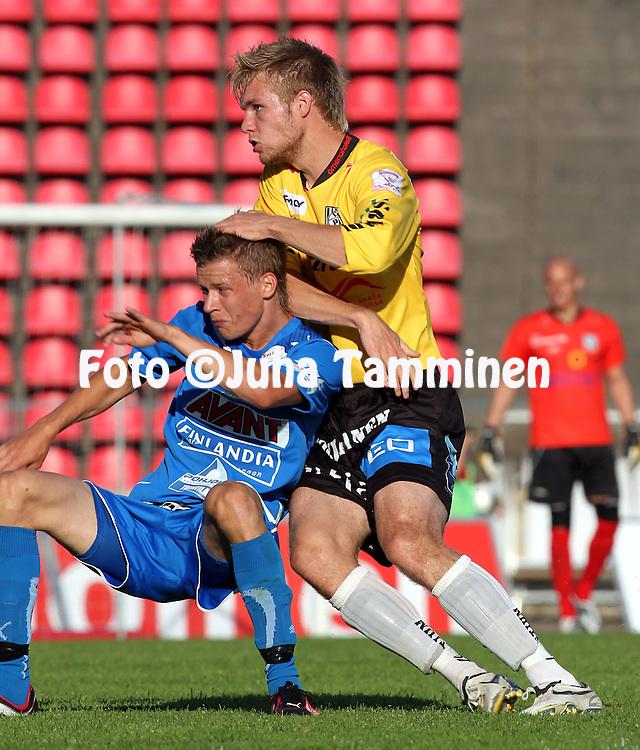 05.07.2010, Ratina, Tampere..Veikkausliiga 2010, Tampere United - Vaasan Palloseura..Jani Tanska (VPS) v Jonne Hjelm (TamU).©Juha Tamminen.