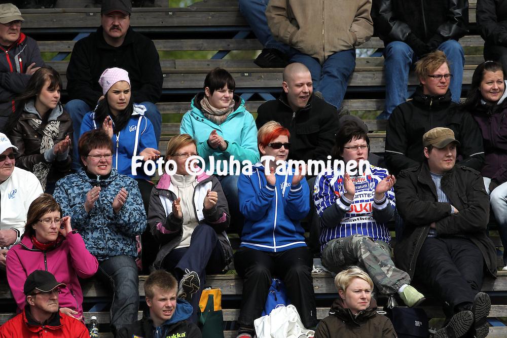 15.5.2011, Saarikentt?, Vimpeli..Superpesis 2011, Vimpelin Veto - Koskenkorvan Urheilijat..Saarikent?n yleis??..©Juha Tamminen.