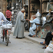 Khan El-Khalili-basaren i Kairo, Egypt. Foto: Bente Haarstad Daily life in Cairo, the biggest city in Africa, with something between 18 and 22 mill. inhabitants. Khan el-Khalili is a major souk in the Islamic district of Cairo. The bazaar is one of Cairo's main attractions.