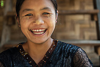 Burmese people can be distinguished by the wearing of thanakha on their face, which keeps the skin smooth and protected from the sun.