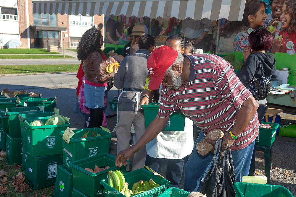 FodShare's Mobile Good Food Market at Lawrence Heights
