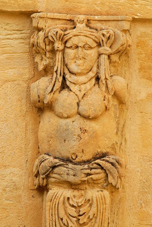 France, Languedoc Roussillon, Gard, Uzège, Uzès, hôtel particulier Dampmartin, cour intérieur, terme sculpté