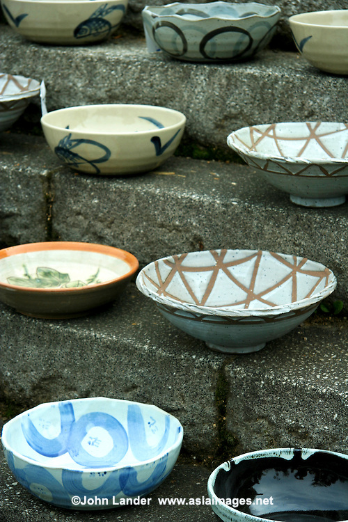Japanese Ceramics Mashiko - Japanese pottery and porcelain one of the country's oldest art forms, dates back to the Neolithic period. Kilns have produced earthenware, pottery, stoneware, glazed pottery, glazed stoneware, porcelain and enamelware. Japanese history records many distinguished potter's names, some who are considered to be artists.