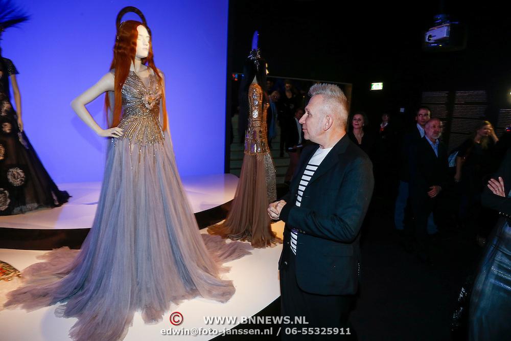NLD/Rotterdam/20130209 - De Franse modeontwerper Jean Paul Gaultier opent zijn tentoonstelling in de Kunsthal Rotterdam, Jean Paul Gaultier bekijkt zijn tentoonstelling
