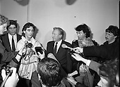 1989 - An Taoiseach Meets With Guildford Four.   (T9).