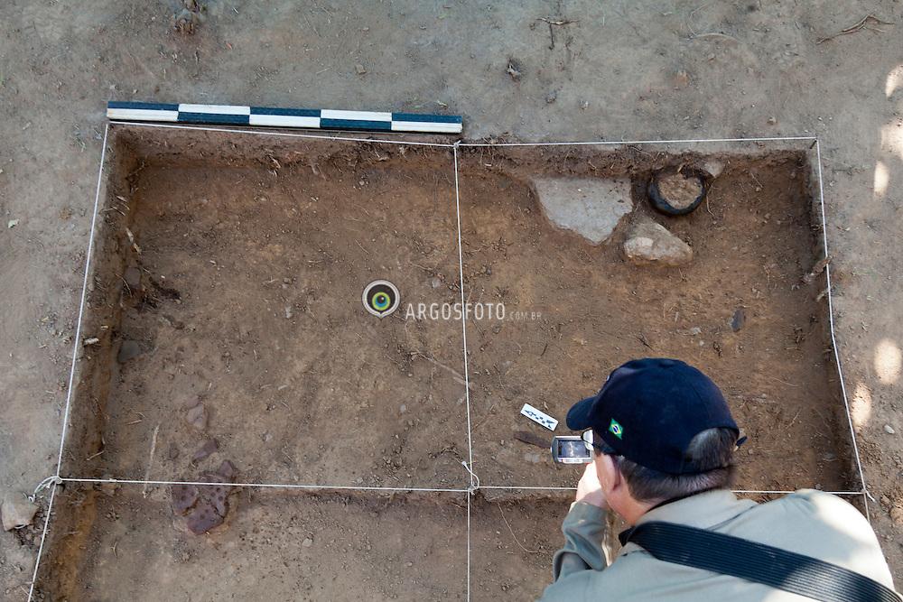 Pilar de Goias-GO. 17/06/2011 -Equipe da Zanettini Arqueologia trabalhandoe em um sitio, antiga area de mineracao de ouro. Sitio Jordino, Area 1, Setor 1./Archaeology Team Zanettini working on a site, the former gold mining area. Jordino Site, Area 1, Sector 1