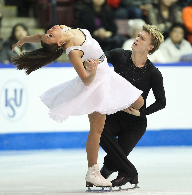 GJR447 -20111030- Mississauga, Ontario,Canada-  Ekaterina Riazanova  and  Ilia Tkachenko of Russia at Skate Canada International, in Mississauga, Ontario, October 30, 2011.<br /> AFP PHOTO/Geoff Robins