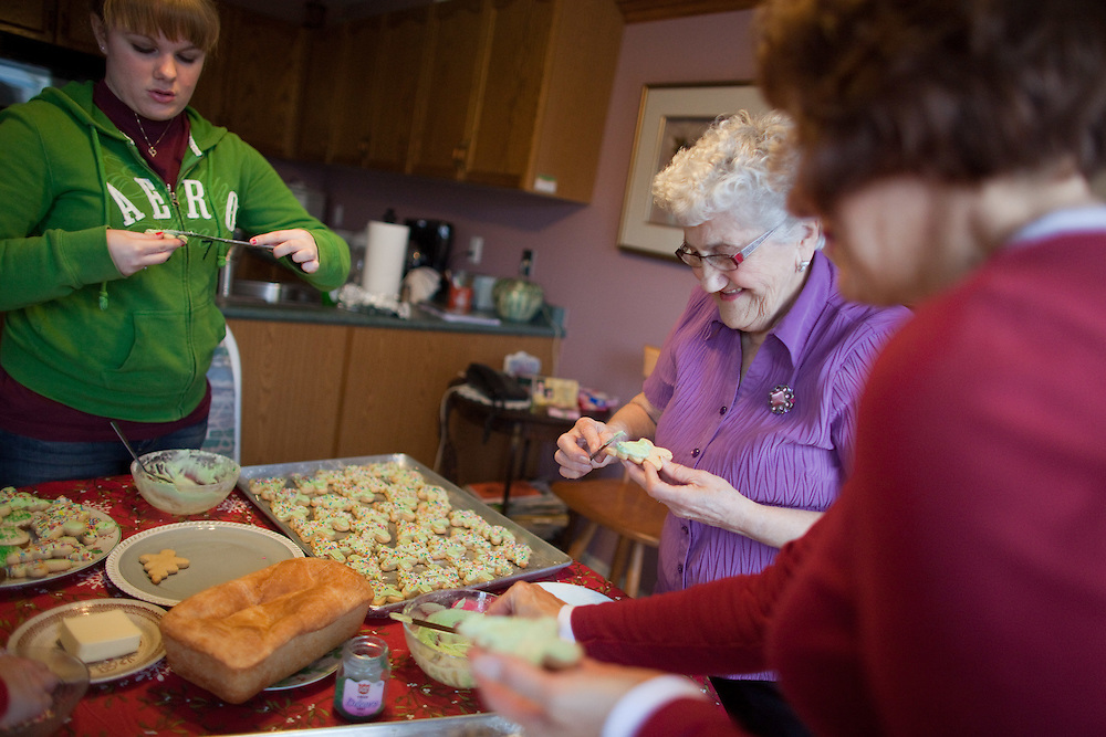 Norfolk, Ontario ---11-12-17--- Margaret Driedger, 83, is joined by her daughter Ester Wiebe, right, and granddaughter Lisa Stickl in her Norfolk, Ontario home December 17, 2011 as they ice some of the nearly 500 Christmas cookies Margaret bakes each year.<br /> GEOFF ROBINS Toronto Star