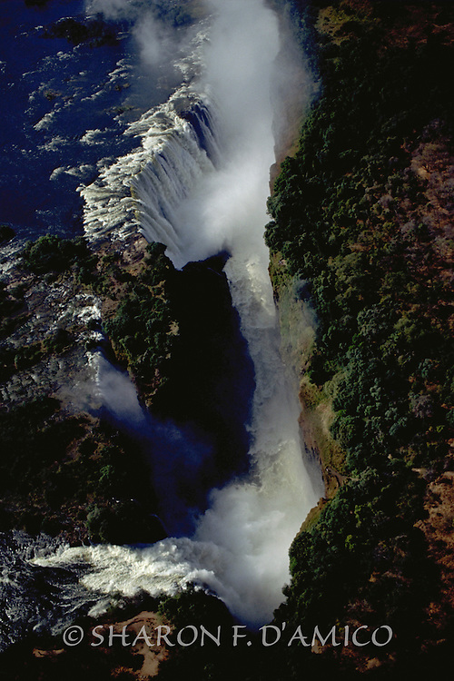 """Victoria Falls in Spring Lives up to It's Name: """"The Smoke the Thunders"""""""