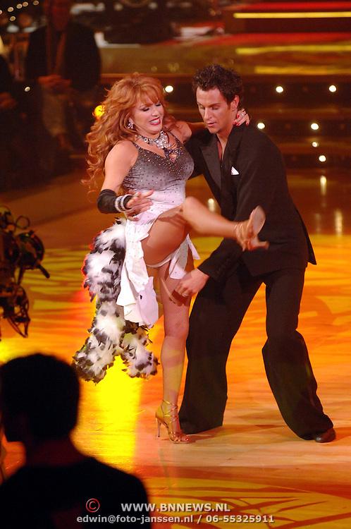 NLD/Hilversum/20061218 - Oudejaarsloterij Dancing With The Stars 2006, Patricia Paay en danspartner Remco Bastiaansen