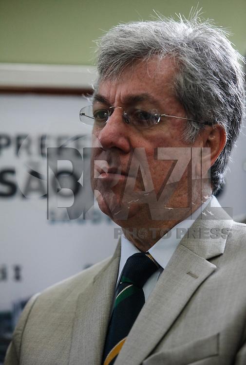 SAO PAULO, SP, 18 JULHO 2012 - INAUGURACAO RESIDENCIA TERAPEUTICAS - Secretario Municipal de Seguranca Publica, Edson Ortega, durante  Inauguração de 10 RTEs (Residências Terapêuticas Especiais) na regiao central da capital paulista. FOTO: VANESSA CARVALHO - BRAZIL PHOTO PRESS.