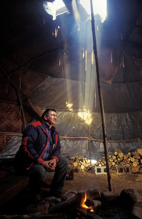 Oka 1995, 5 ans après la crise. La réserve de Kanesatake est un établissement amérindien Mohawk, enclavé dans la municipalité d'Oka au Québec. Il est situé à la confluence de la rivière des Outaouais et du lac des Deux Montagnes sur la rive nord.