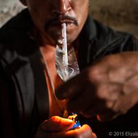 El consumo del cristal (chuki o foco) es muy común entre muchos pescadores de calamar. Ellos argumentan les ayuda a mantener el ritmo de trabajo por varios días consecutivos, más para poder comprar la droga muchos de ellos inician la semana de trabajo debiéndole al permisionario.