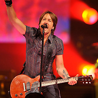 (073109  Boston, MA)  Musician Keith Urban performs at the TD Garden.  Photo by Matthew Healey