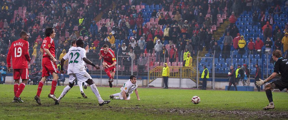 BUCHAREST, ROMANIA - Thursday, February 25, 2010: Liverpool's captain Steven Gerrard MBE scores the third goal against FC Unirea Urziceni during the UEFA Europa League Round of 32 2nd Leg match at the Steaua Stadium. (Photo by David Rawcliffe/Propaganda)