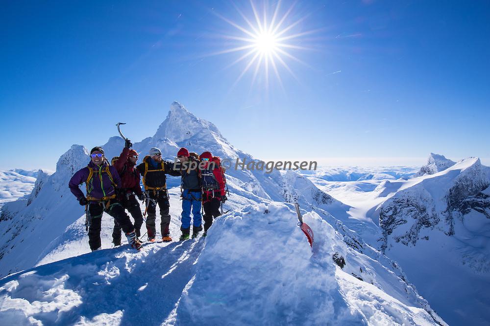 Climbers ready for traversing the 3 peaks of Dyrhaugsryggen.