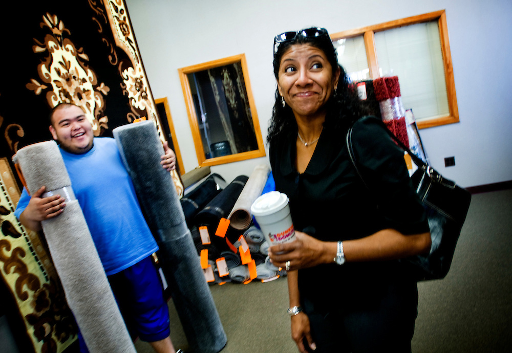 "Obama-voter Frances Wiznewski buying carpets from Daniel Fernanez at the voting booth at Chicago's 14th ward polling station in the carpet store ""Exhibitors Carpet"". Buying carpets at the polling station is her yearly ritual....Chris Maluszynski /Moment / Agence VU"