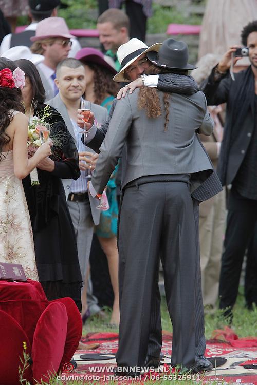 NLD/Amsterdam/20080718 - Huwelijk birgit Schuurman en Arne Toonen, Arne word gefeliciteerd door zijn schoonvader