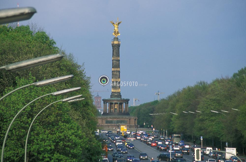 Berlin,Alemanha.abril/2002..Estatua da Deusa da Vitoria em Tiergarten. Siegessule..Foto Adri Felden/Argosfoto