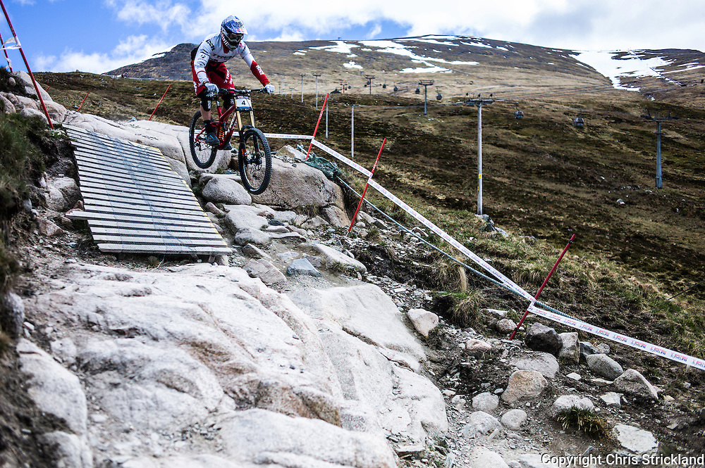 Nevis Range, Fort William, Scottish Highlands, UK. 15th May 2016. Gee Atherton competes in the British Downhill Series on Nevis Range in the Scottish Highlands.