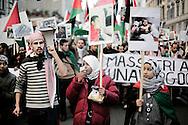 ROMA. GIOVANI MANIFESTANTI PROTESTANO CONTRO LA GUERRA IN PALESTINA, MOSTRANDO CARTELLI CON FOTO DI BAMBINI UCCISI; YOUNG DEMONSTRATORS PROTEST AGAINST THE WAR IN PALESTINE, VIEW FOLDER WITH PHOTOS OF CHILDREN KILLED