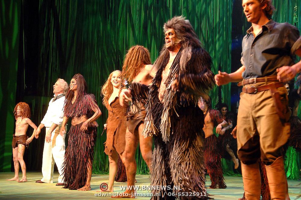 NLD/Scheveningen/20070415 - Premiere Tarzan, cast, Chantal Janzen en Ron Link