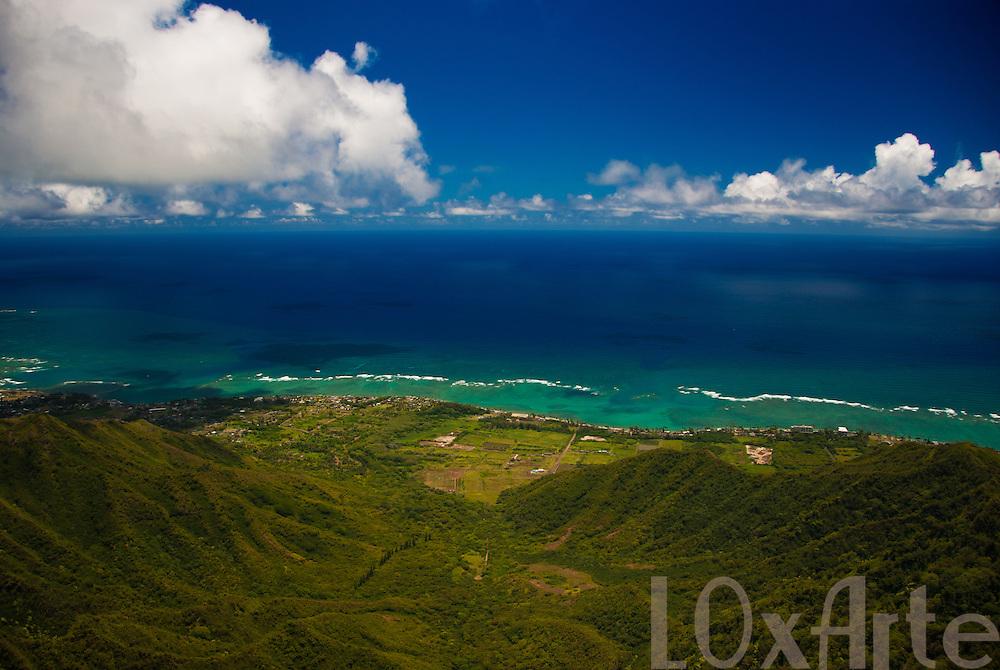 Aerial view of Ka'a'awa Valley and western coast of O'ahu in Hawai'i, USA.
