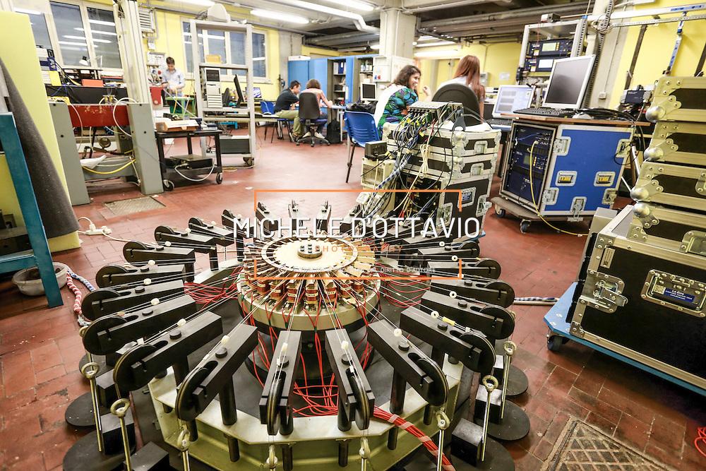 Laboratorio del GREAT LAB (Laboratorio per la ricerca sul Green Engine for the Airtransport) all&rsquo;interno della Cittadella Politecnica nato dalla collaborazione tra il Politecnico di Torino e Avio.<br /> Il centro ospita diversi gruppi di ricerca guidati ricercatori esperti, che coordinano il lavoro di neolaureati e dottorandi del Politecnico di Torino<br /> <br /> GREAT LAB Laboratory (Laboratory for Research on Green Engine for the Airtransport) inside the Cittadella Politecnica born from the collaboration between Politecnico di Torino and Avio.<br /> The center hosts several research groups led experienced researchers who coordinate the work of graduates and PhD students of the Polytechnic of Turin