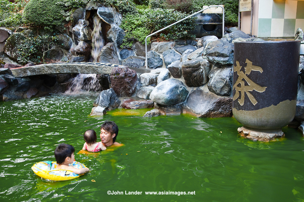 Green Tea Bath at Yunessun Springs, Hakone - Kowakien Yunessun is a hot springs spa resort and water amusement park located in the scenic surroundings of Hakone.  With a unique blend of traditional Japanese onsen hot springs and water recreation and activities such as pools, slides, and man-made waterfalls.  Yunessun also has some wacky baths such as the coffee bath, sake bath, wine bath and even a green tea bath.
