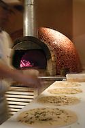 Preparación de la pizza  Pizza's preparation  (Ramón Lepage / Orinoquiaphoto)Portafolio de fotografía de Gastronomía.Foto: Ramon Lepage