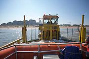 De reddingsboot van de KNRM (Koninklijke Nederlandse Reddings Maatschappij) in Noordwijk aan Zee wordt opgepakt door de transporter.<br /> <br /> The lifeboat John Paul of the KNRM (Royal Dutch Rescue Organization) in Noordwijk san Zee is picked up by the carrier.