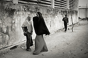 Suweys&acute; team trains behind bullet-ridden walls, in the ruins of the failed city of Mogadishu &ndash; protected by heavily armed gun-men. The women live in constant fear of the islamist killer commandos. Stop playing basketball? Never, they say.<br /> Women&acute;s basketball in the world&acute;s most dangerous capital.<br /> <br /> Death or Play. Women&acute;s Basketball in Mogadishu<br /> Women's basketball? In Europa and the U.S., we take it for granted. But consider this: In Mogadishu, war-torn capital of Somalia, young women risk their lives every time they show up to play.<br /> Suweys, the captain of the Somali women&acute;s basketball team, and her friends play the sport of the deadly enemy, called America. This is why they are on the hit list of the killer commandos of Al Shabaab, a militant islamist group, that has recently formed an alliance with the terrorist group Al Qaeda and control large swathes of Somalia.<br /> <br /> Al Shabaab, who sets bombs under market stands, blows up cinemas, and stones women, has declared the female basketball players &bdquo;un-islamic&ldquo;. One of the proposed punishments is to saw off their right hands and left feet. Or simply: shoot them. Female basketball in Mogadishu, Somalia.<br /> A deadly game..