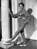 1958 – 16/07 Raymond Kenna Fashion